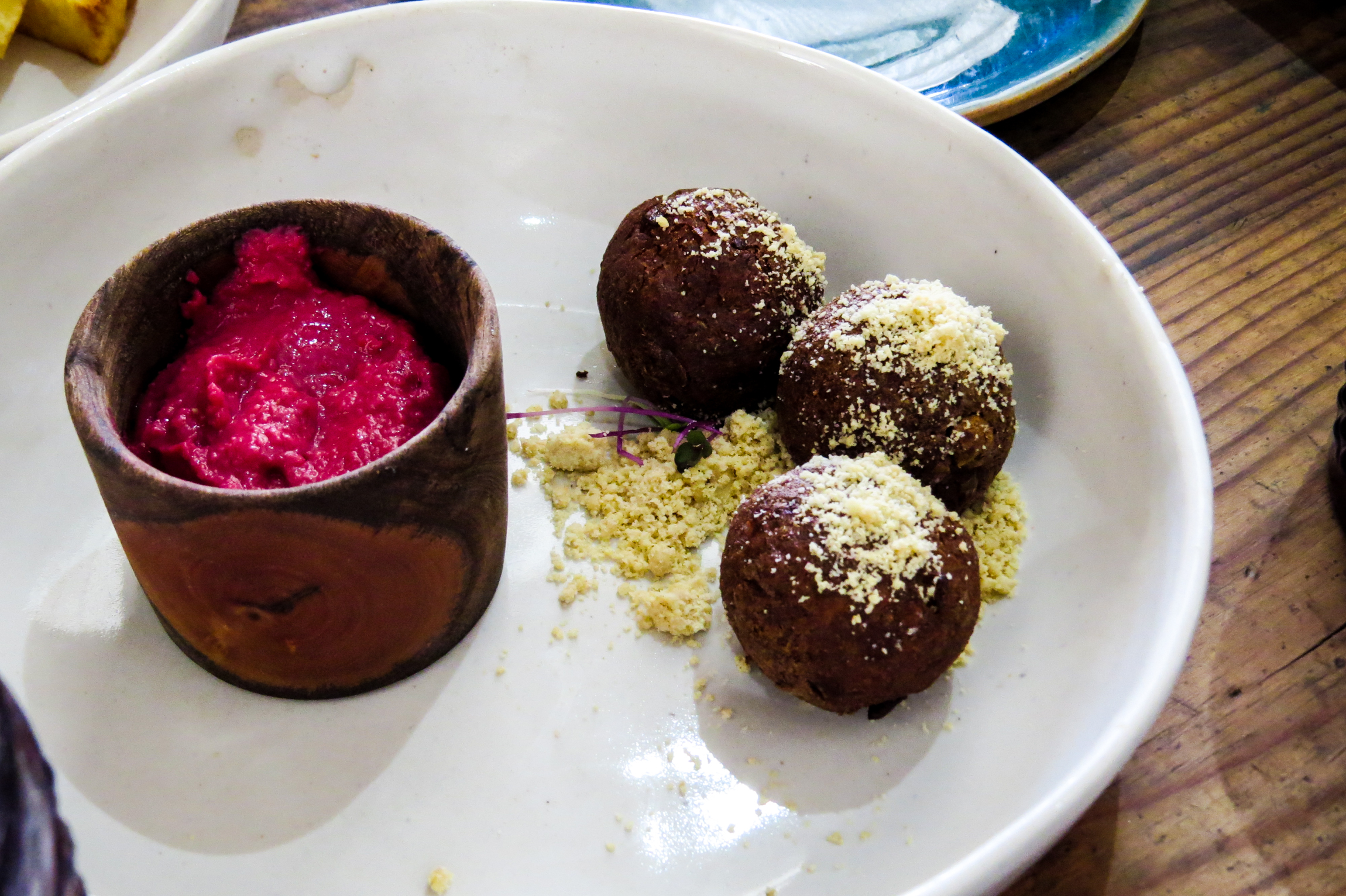 falafel with beetroot hummus