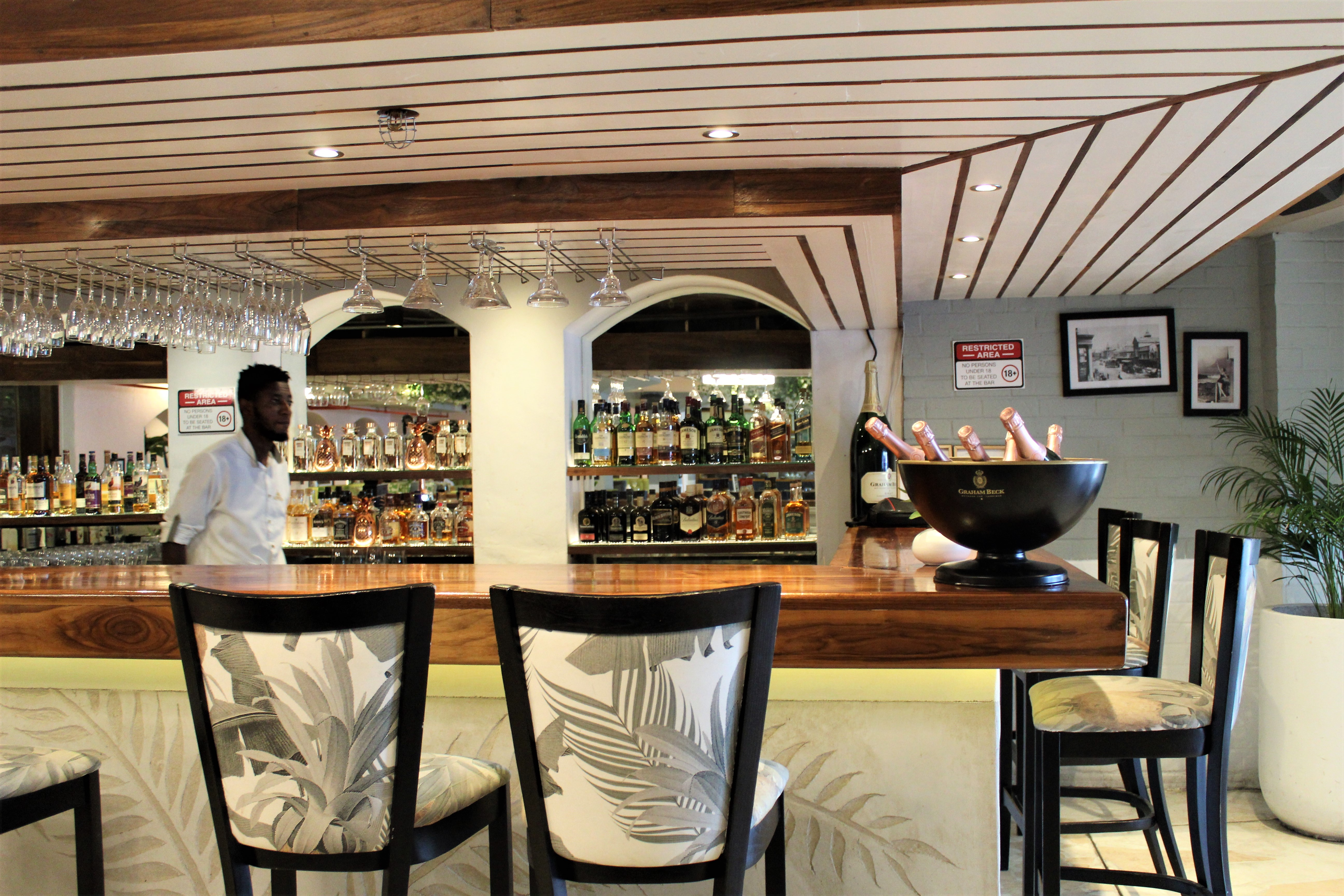 sevruga restaurant at V&A Waterfront cape town indoor bar